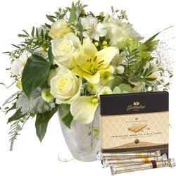 """Deluxe Bouquet with Gottlieber Hüppen """"Special Edition for Fleurop"""" (Vase Not Included)"""