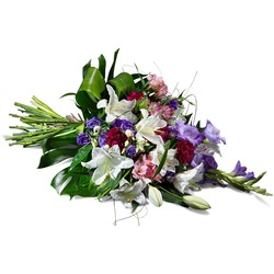 Horizontal bouquet in mauve shades (Vase Not Included)
