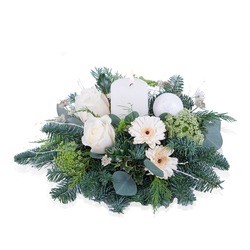 Christmas bouquet in white with candle