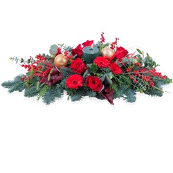 Horizontal Christmas arrangement in red tones
