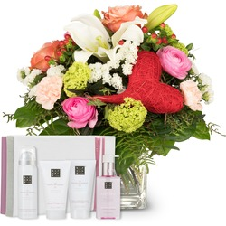 "Mother's Day Bouquet with gift set ""The Ritual of Sakura"""