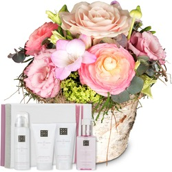 "Sweet Spring Basket with gift set ""The Ritual of Sakura"""