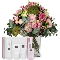 "Moments of Happiness with gift set ""The Ritual of Sakura"""
